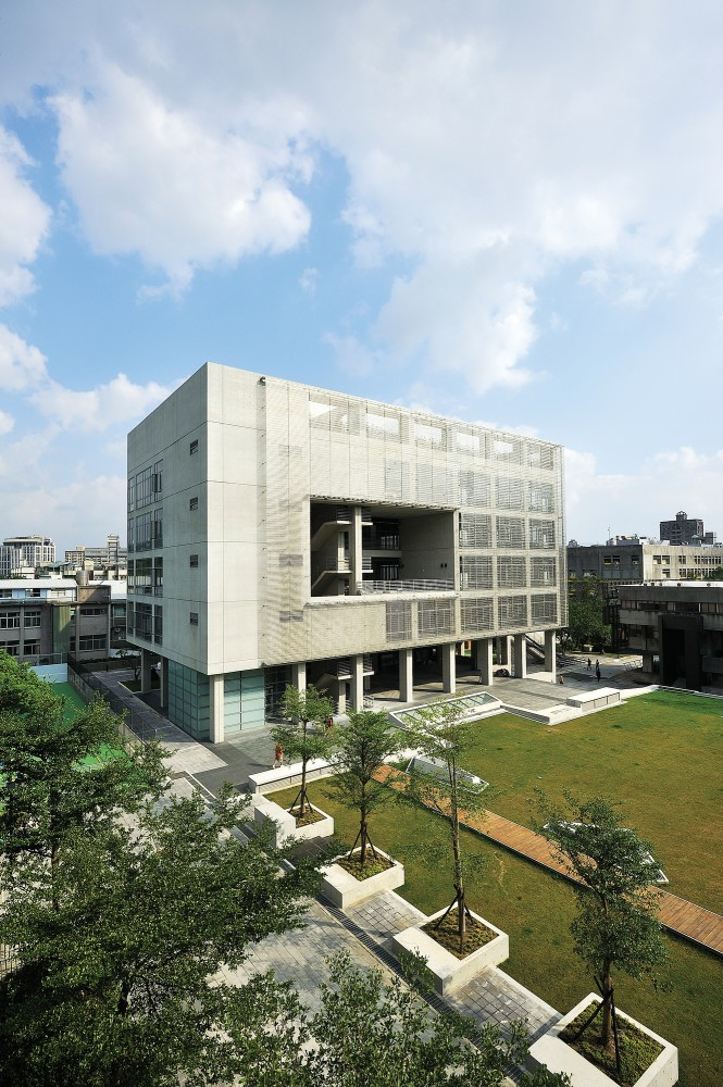 Shih Chien University Gymnasium and Library / Artech Architects