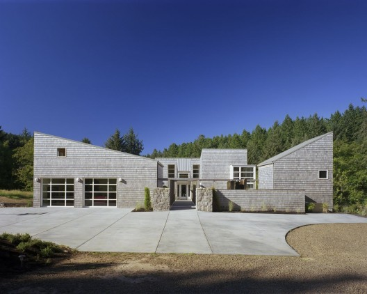 Caring cabin tva architects archdaily for Pacific city oregon cabins