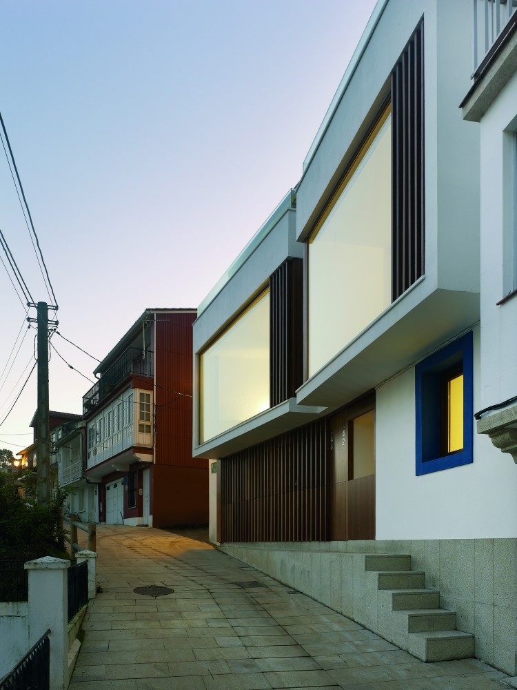 Two family houses in Redes / Daz y Daz Arquitectos