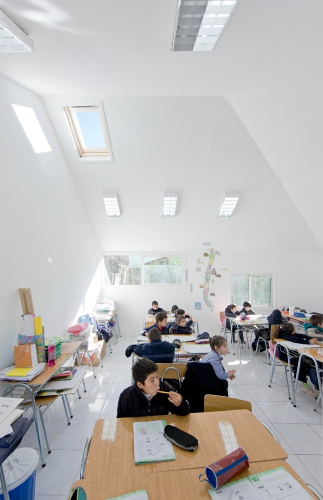 Catch Light Classrooms / LAND Arquitectos
