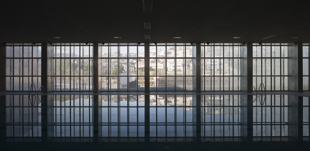 "Swimming Pool in ""Bola de Oro"" Sports Centre / José Luis Rodríguez Gil"
