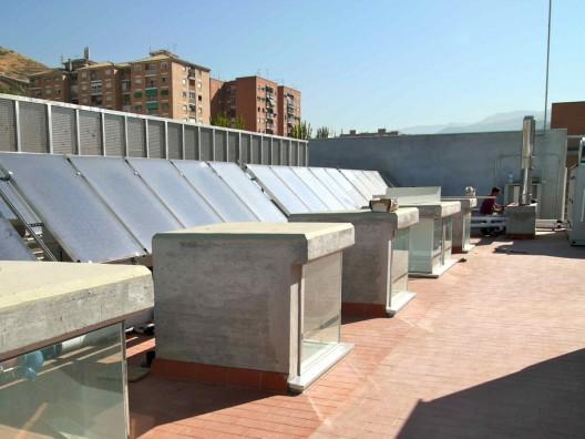 Swimming pool in bola de oro sports centre jos luis for Piscina cubierta bola de oro granada