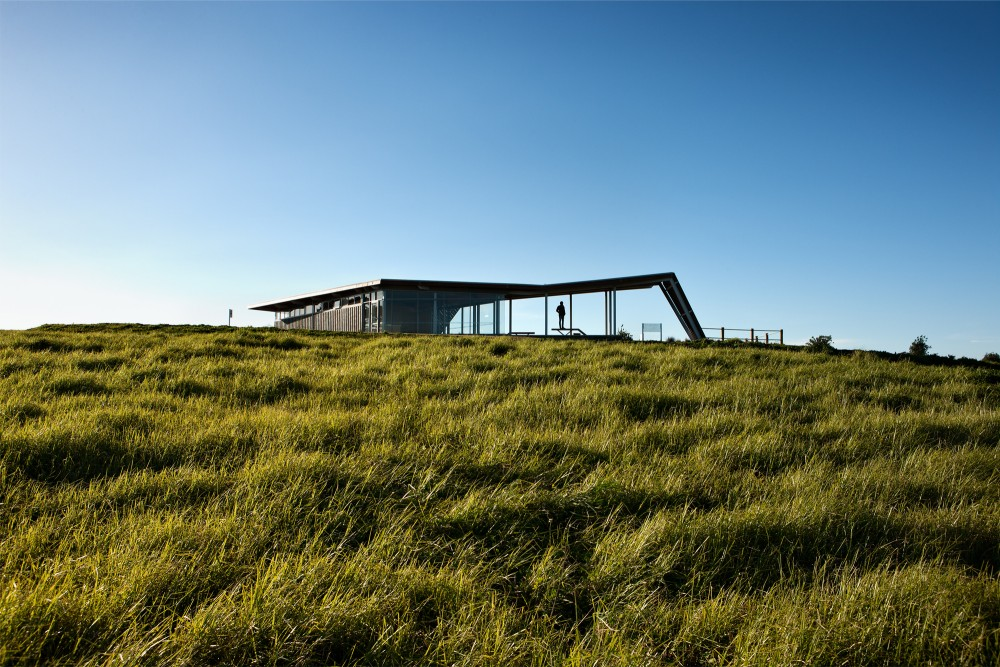 Visitor Centre for Equestrian and Mountain Biking / Jasmax
