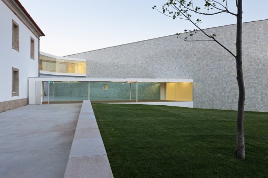 Combatentes Educational Center / Cannat &amp; Fernandes  Luis Ferreira Alves