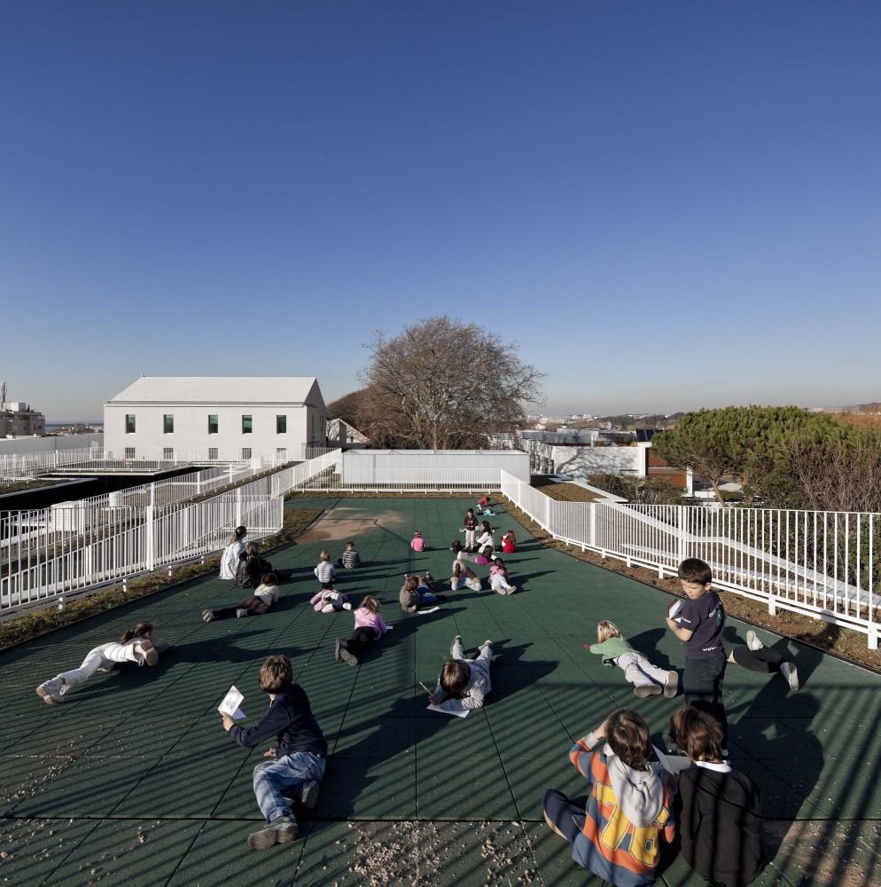 Center School S.Miguel de Nevogilde / AVA Architects