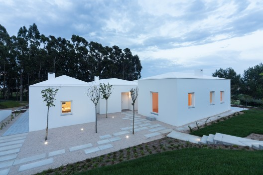 House in Belas / CHP Arquitectos © Francisco Nogueira