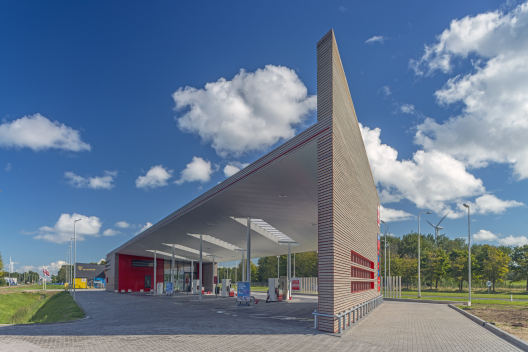 Sustainable Gas Station Avia Marees / Knevel Architecten © John Lewis Marshall