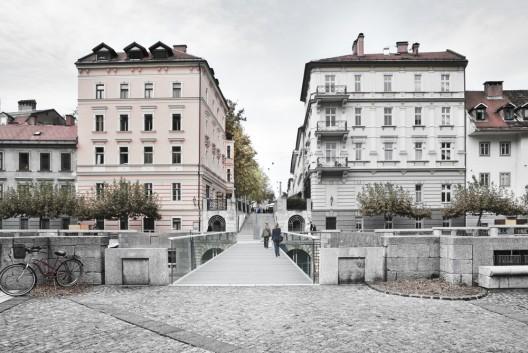 http://ad009cdnb.archdaily.net/wp-content/uploads/2012/10/50831bf728ba0d15ce00004a_footbridge-in-ljubljana-arhitektura-d-o-o-_d-528x353.jpg
