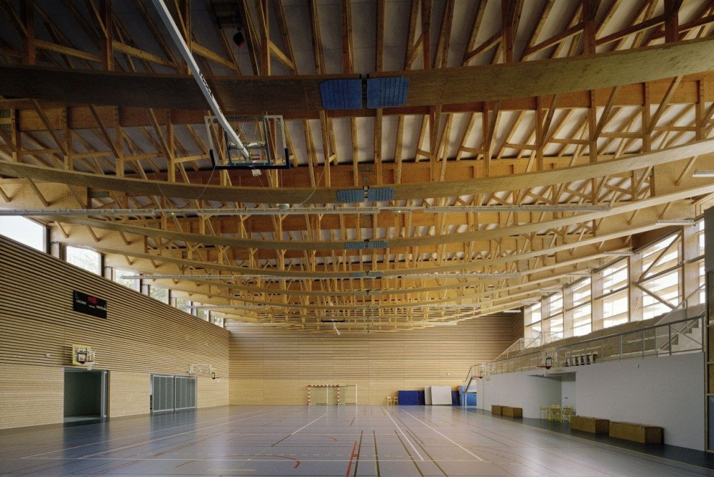 Sunny Gymnasium / Tekhn Architectes
