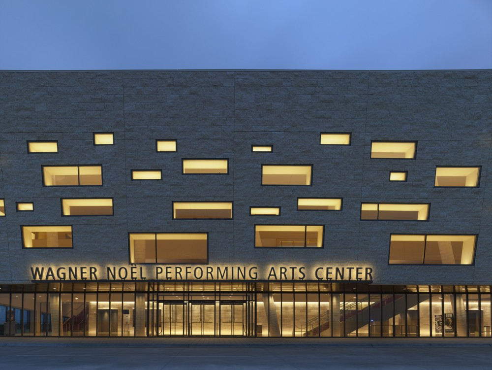 Wagner Nol Performing Arts Center / Boora Architects + Rhotenberry Wellen Architects