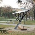 &#039;Black Tree&#039; Public Solar Charger (3)  Milo Milivojevi