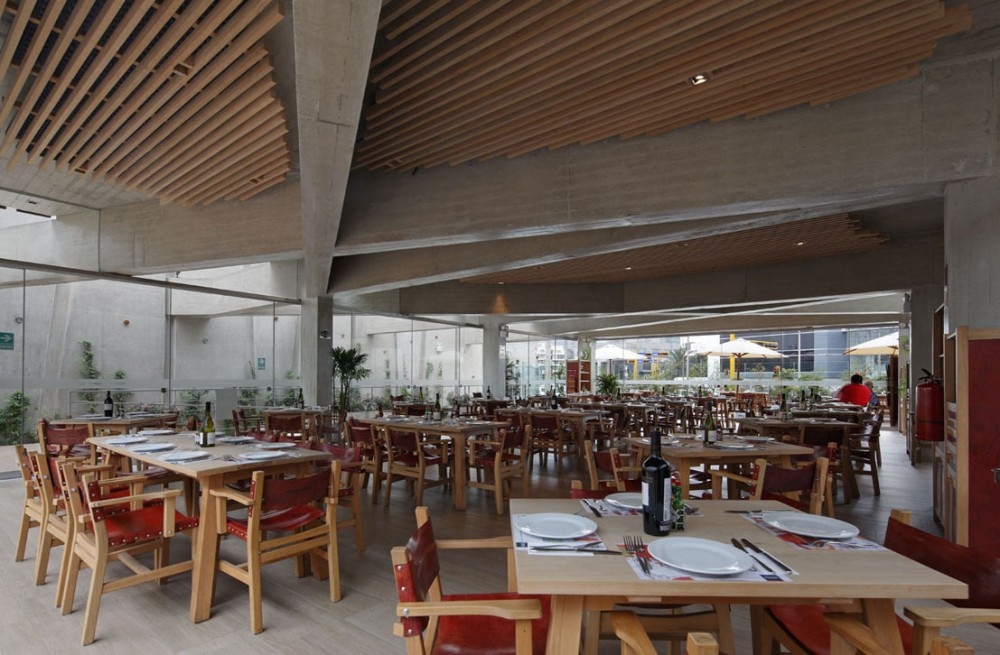 Pescados Capitales Restaurant / GonzalezMoix