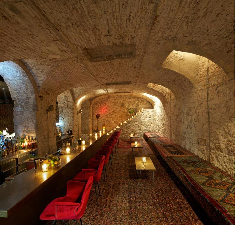 Ocaña Bar and Club in Barcelona / Ocaña