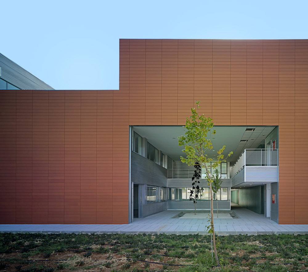 Technology Center of the Extremadura University / Fernández del Castillo Arquitectos