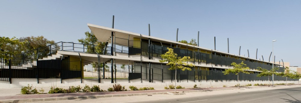 Mixed-Use Building / Vahos Architecture