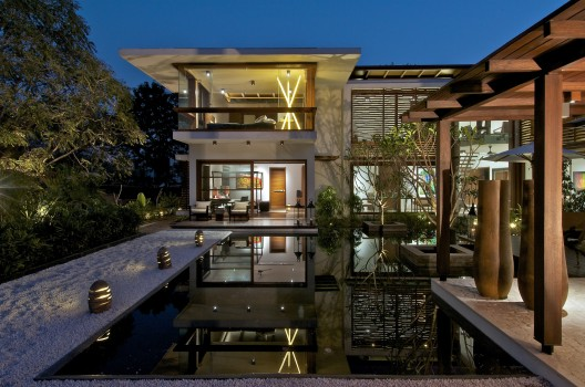 The Courtyard House / Hiren Patel Architects © Sebastian Zachariah