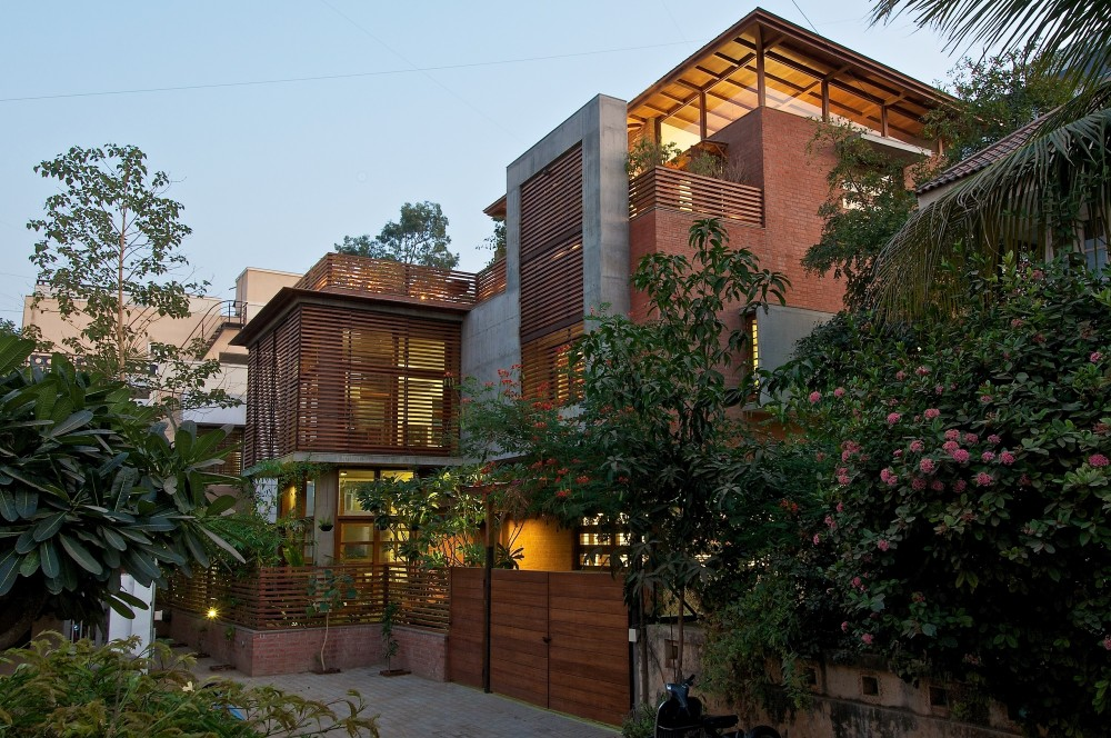 The Green House / Hiren Patel Architects