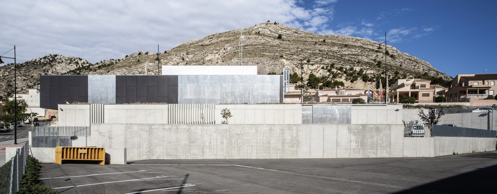 Police Station and Multipurpose Space in Xixona / Daniel Martí & Natàlia Ferrer