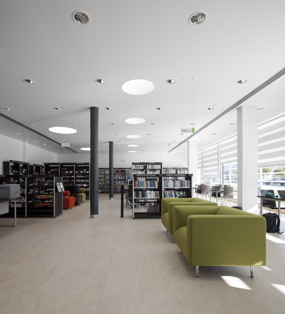 Condeixa Public Library / S&#038;F