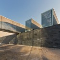 Comedor-Sala Mltiple Iron Mountain / Polidura + Talhouk Arquitectos  Aryeh Kornfeld