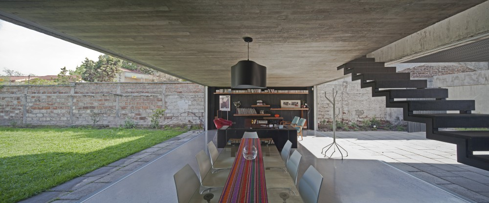 One Patio House / Polidura + Talhouk Arquitectos
