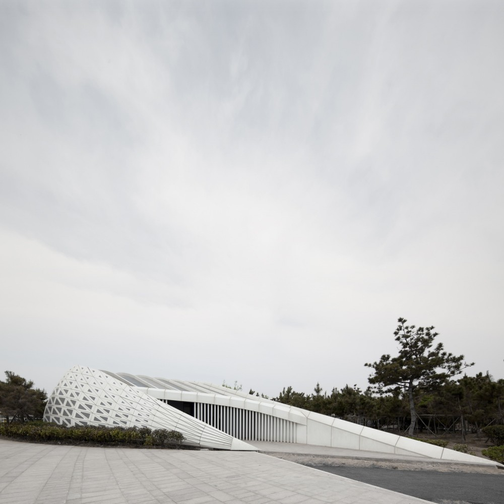 Public Bathroom / HHD_FUN Architects