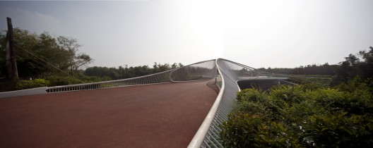 Pedestrian Bridge / HHD_FUN Architects © Zhenfei Wang