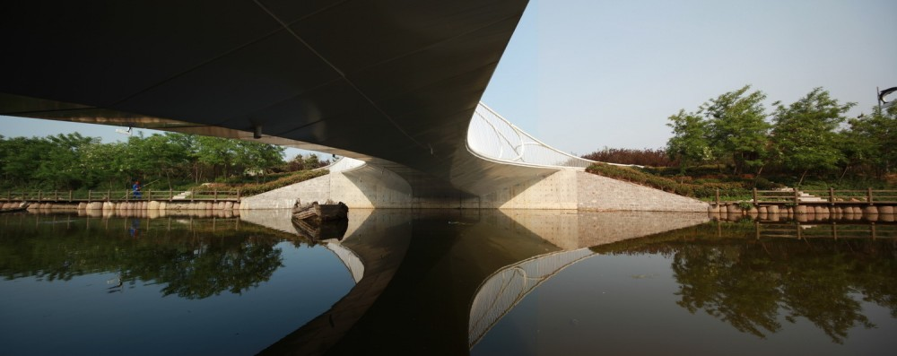 Pedestrian Bridge / HHD_FUN Architects