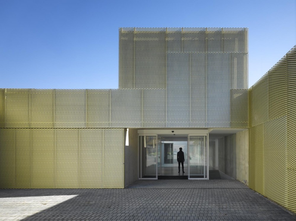 Municipal Healthcare Centres San Blas + Usera + Villaverde / Estudio Entresitio