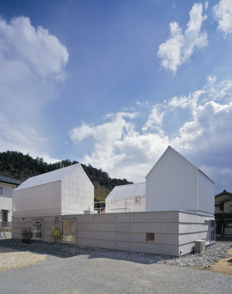 House in Yamasaki / Tato Architects