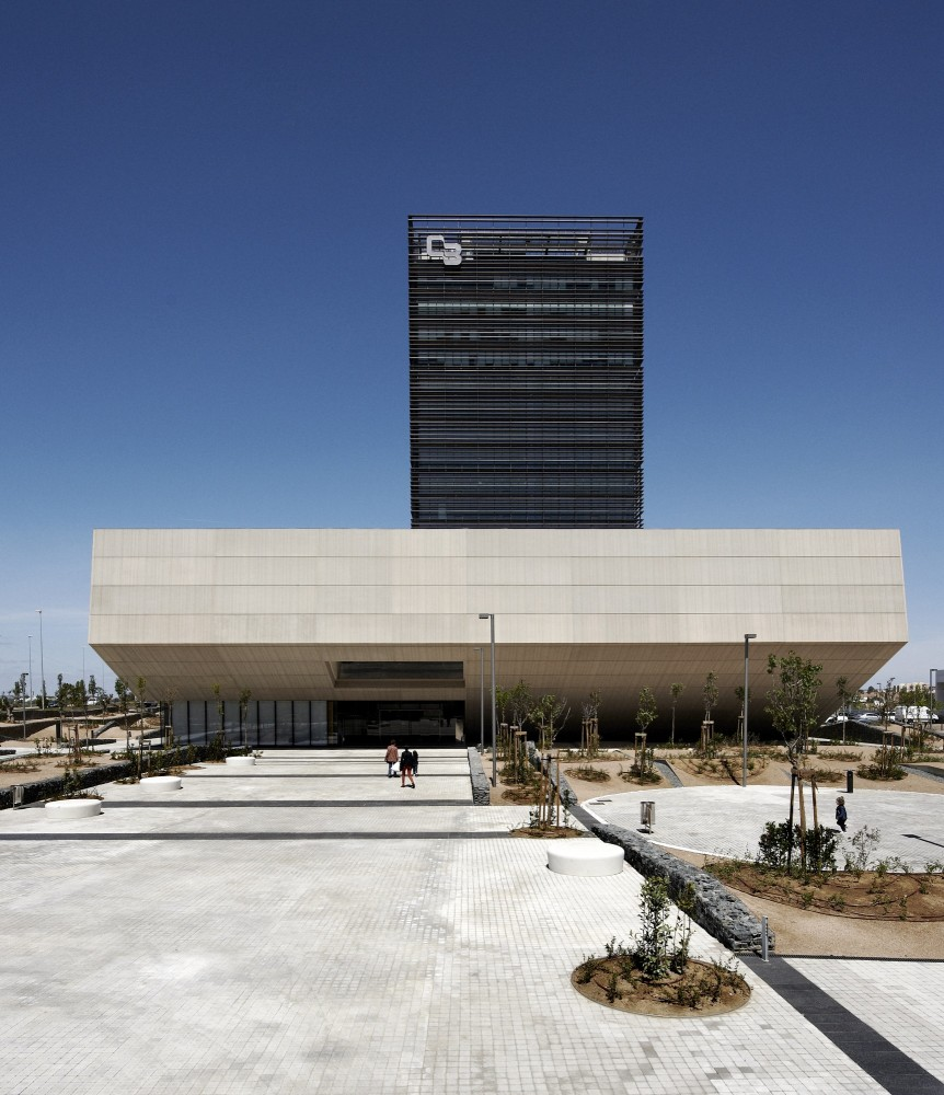 Headquarters Caja de Badajoz / Studio Lamela Architects