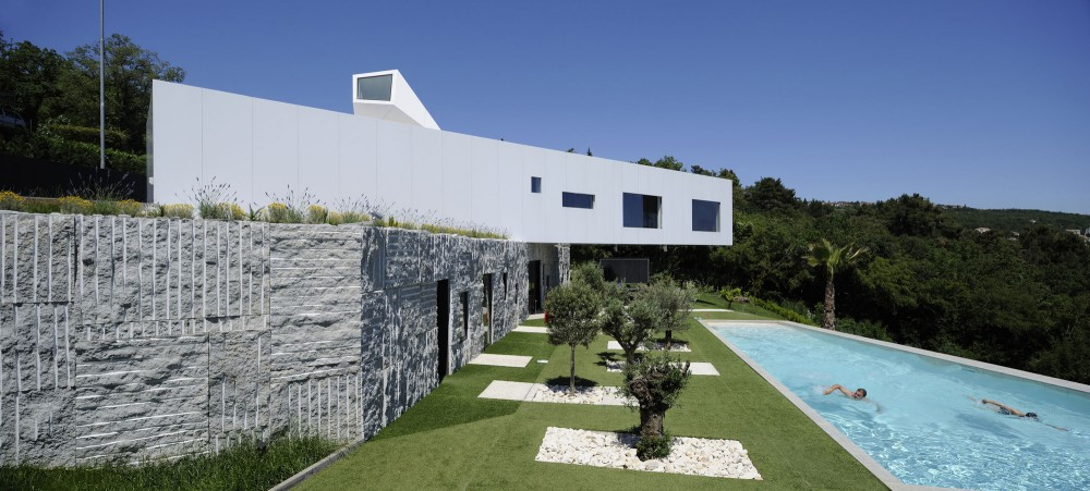 Nest &#038; Cave House / Idis Turato