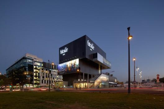 http://ad009cdnb.archdaily.net/wp-content/uploads/2012/11/50b5098fb3fc4b16340000b6_etoile-lilas-cinema-hardel-et-le-bihan-architectes_hlb-etoile-lilas-223-vf-528x352.jpg