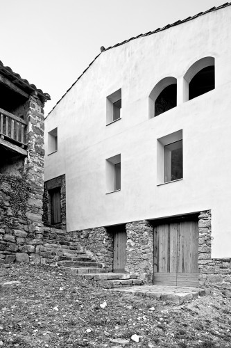 Reconstruction of an Old Rural Mansion / Dot Arquitectes © Adrià Goula