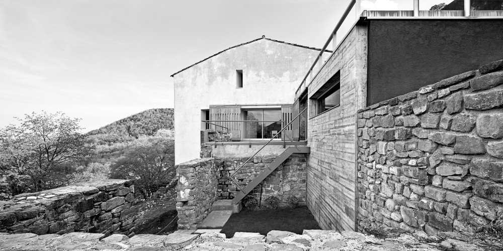 Reconstruction of an Old Rural Mansion / Josep Llus Mateo