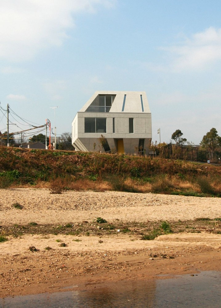 Meteorite Housing / NKS Architects
