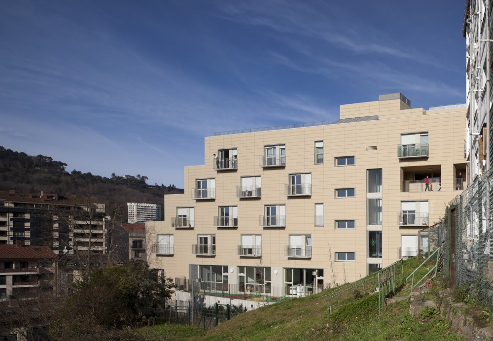 Apartments for Young People, Nursery and Park in San Sebastin / Ignacio Quemada Arquitectos