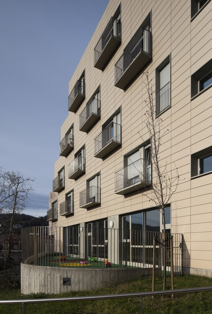 Apartments for Young People, Nursery and Park in San Sebastián / Ignacio Quemada Arquitectos