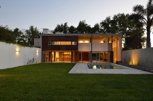 Casa En Villa Belgrano / FKB Arquitectos Courtesy of FKB Arquitectos