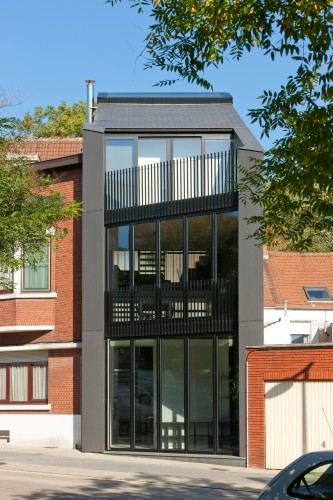 Office AST 77 + Apartment / AST 77 © Marcel Van Coile