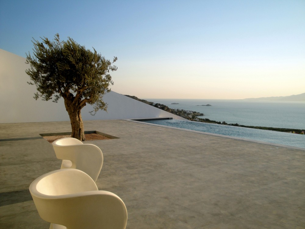 Summer House in Naxos / Ioannis Baltogiannis, Phoebe Giannisi, Zissis Kotionis, Katerina Kritou and Nikolaos Platsas
