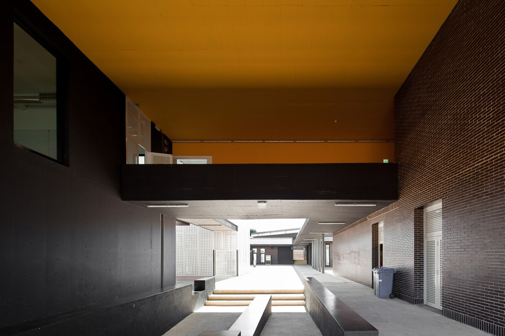 Secondary School Azevedo Neves / João Lúcio Lopes