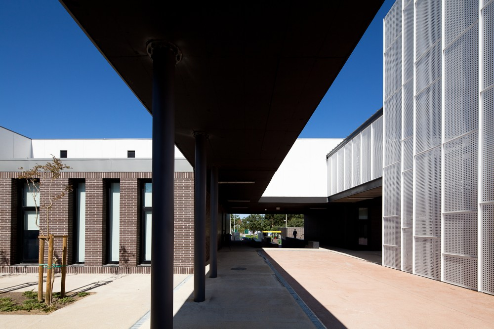 Secondary School Azevedo Neves / Joo Lcio Lopes