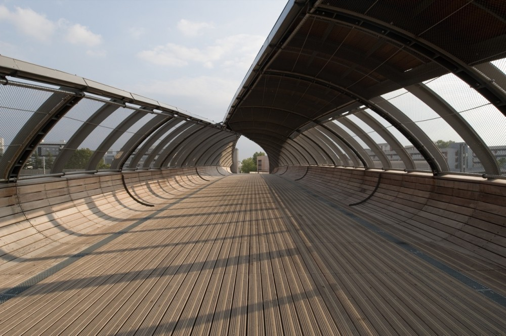 Footbridge Over the Railways / DVVD | Architectes &#8211; Designers