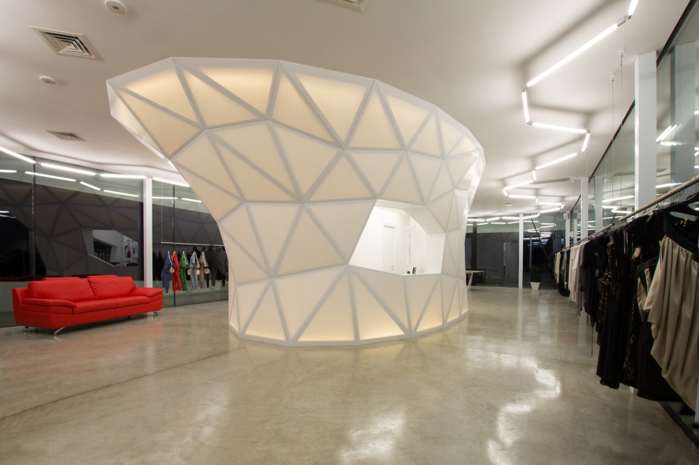 Playmaker Showroom / DRA&U