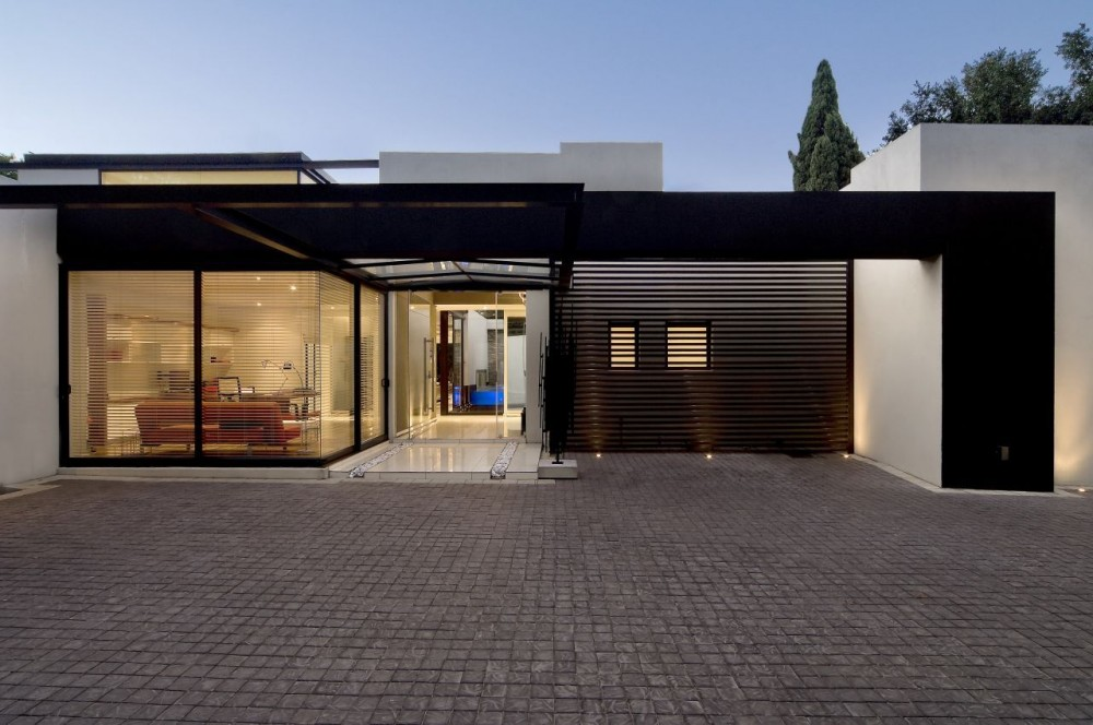 House Mosi / Nico van der Meulen Architects
