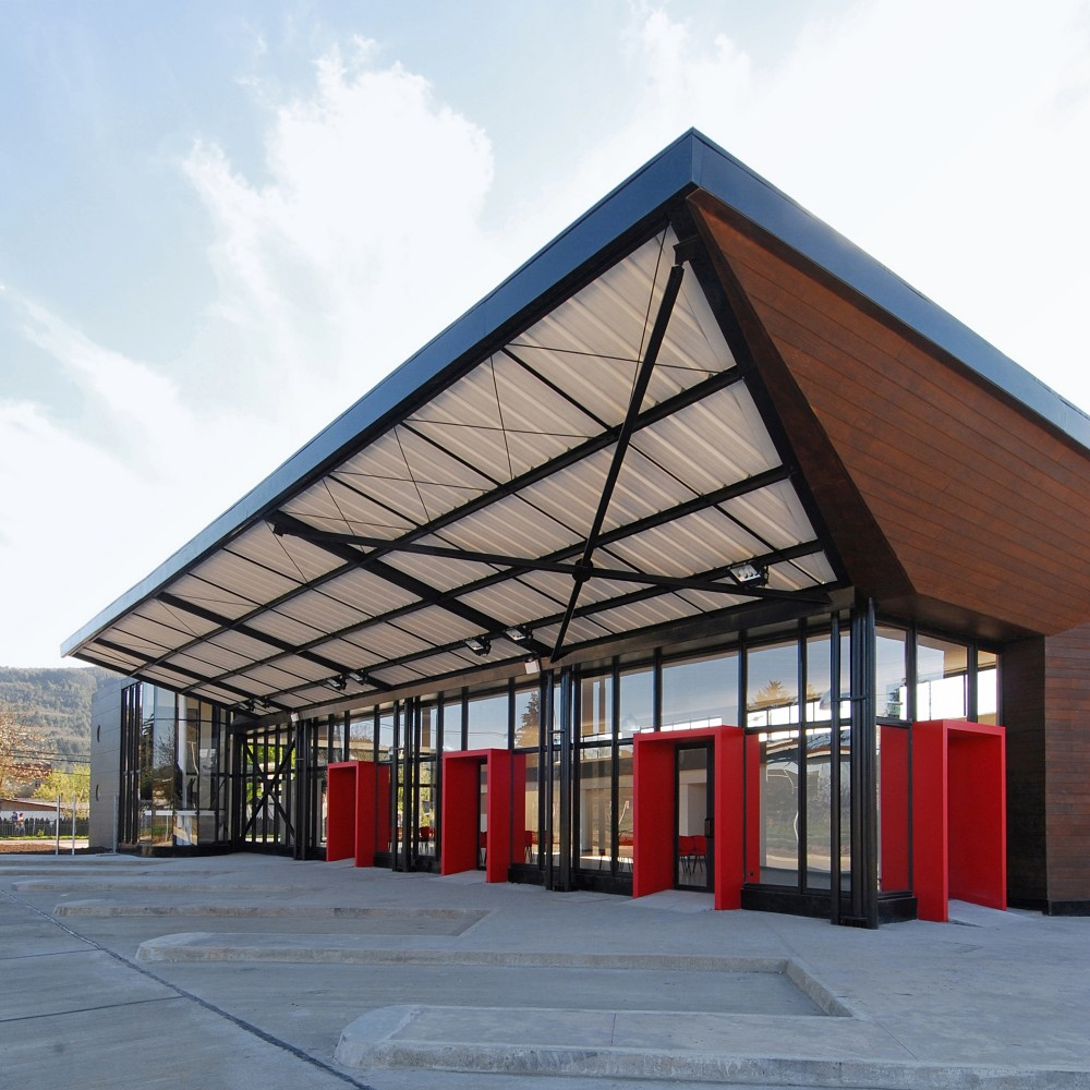 Bus Station in Los Lagos / TNG Arquitectos