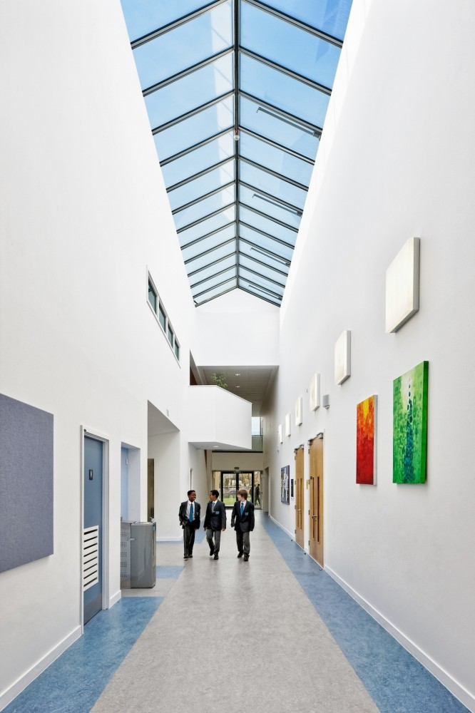 Crown Woods College / Nicholas Hare Architects