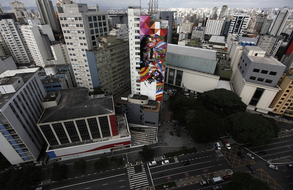 Graffiti Artist's Mural Honors Oscar Niemeyer