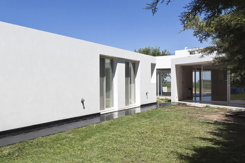 Fiore House / Cekada-Romanos Arquitectos